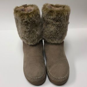 Tom's Nepal Furry Boots